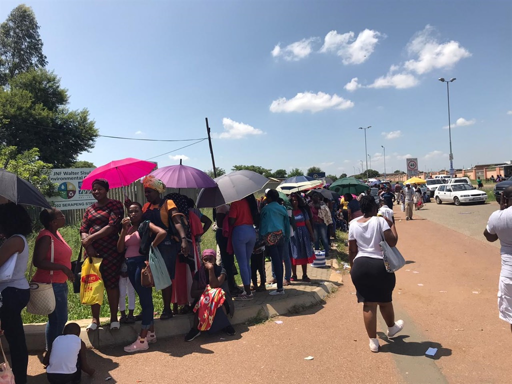 Parents queue in Mamelodi to get places for the their children at Gauteng schools (Alex Mitchley, News24)
