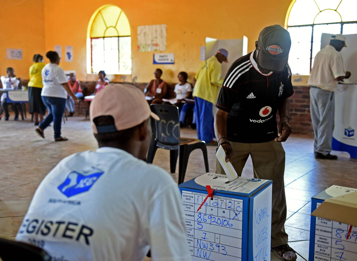 A resident of Ipelegeng township makes his mark in the Mamusa Local Municipality by-elections. Picture: Tebogo Letsie/City Press