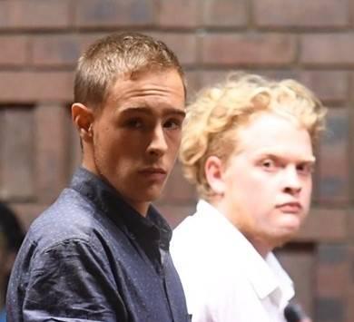 Colson Phelps (regs) word saam met Ruan van Heerden en 'n 17-jarige meisie daarvan beskuldig dat hulle Barnie (54) en Magda (49) van Heerden in die vroeë oggendure van 10 Januarie met 'n mes en 'n gholfstok aangeval het. Foto: Deaan Vivier