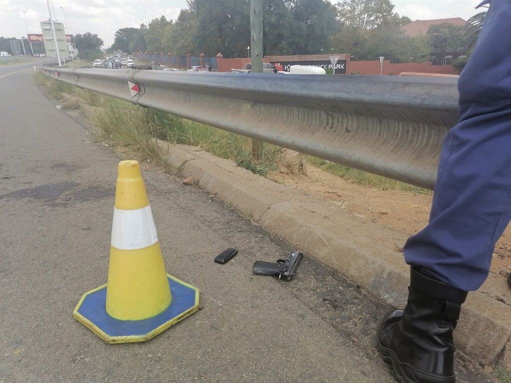 Two shot dead, four arrested in 'foiled robbery' on Joburg's M1 - News24