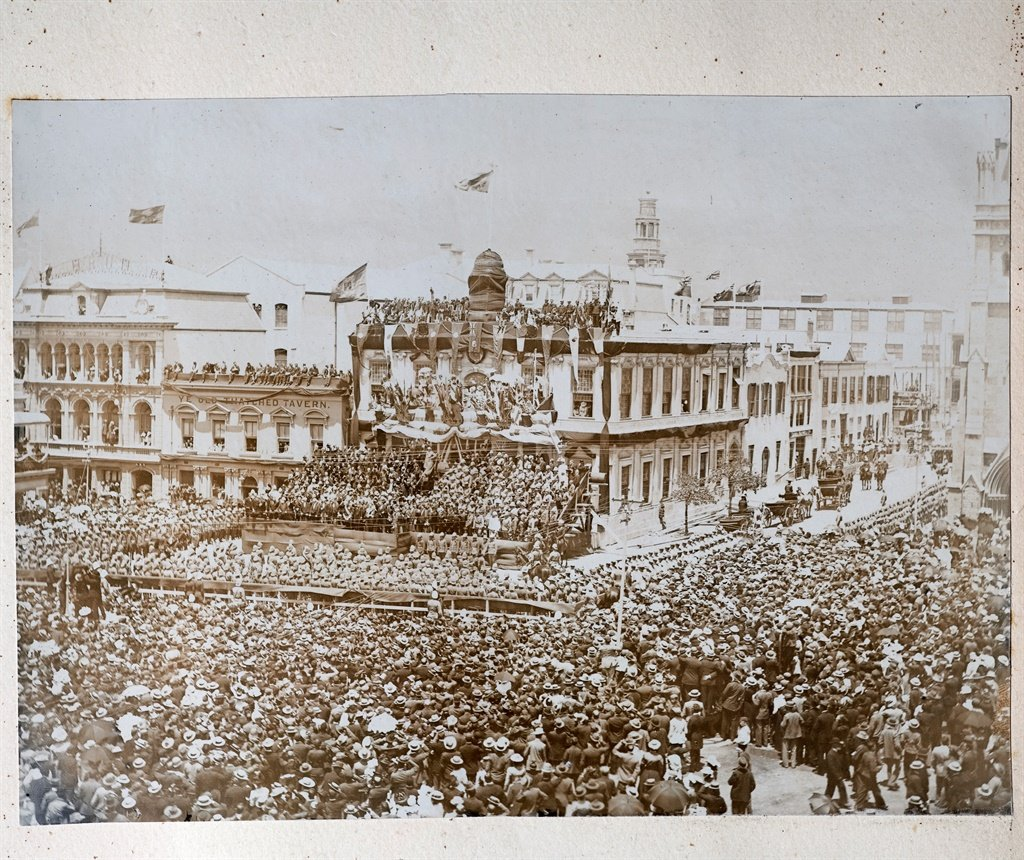 A vast crowd of people celebrate the proclamation