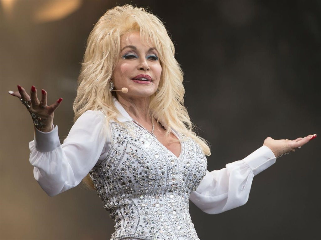 Dolly Parton sparked a viral meme and inspired celebrities to show the difference between their Instagram, Facebook, LinkedIn, and Tinder pictures - B