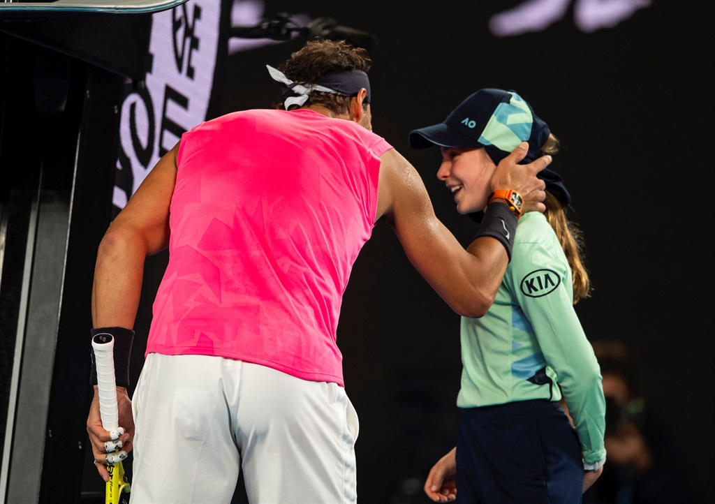 Rafael Nadal accidentally hits ball girl, apologizes with a kiss - Business Insider