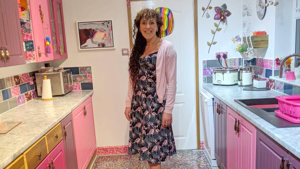 Sonia Barton spent hours over a whole year transforming her kitchen piece-by-piece (Photo: ASIA WIRE/MAGAZINEFEATURES.CO.ZA).