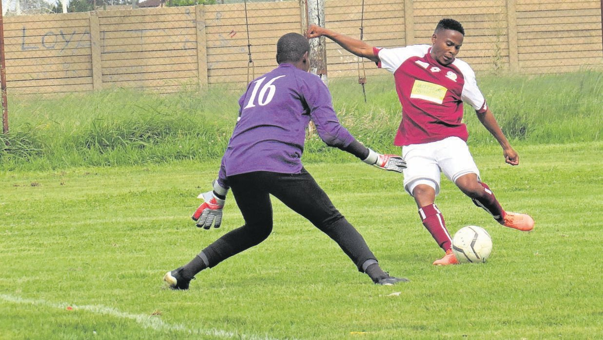 Bloemfontein Young Tigers keeper Keamogetse Ramorebodi attempts to thwart Mangaung Unite forward Winston Manopolo from scoring during their club's ABC Motsepe League derby played in the Clive Solomon Stadium in Bloemfontein, last Saturday (25/01).Photo: Teboho Setena