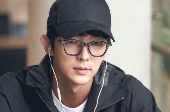 Lee Joon-gi in Flower of Evil.