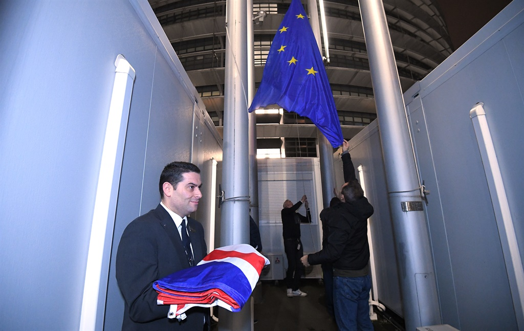 Staff members remove the United Kingdom's flag from the European Parliament, in Strasbourg on Brexit Day. (Patrick HERTZOG / AFP)