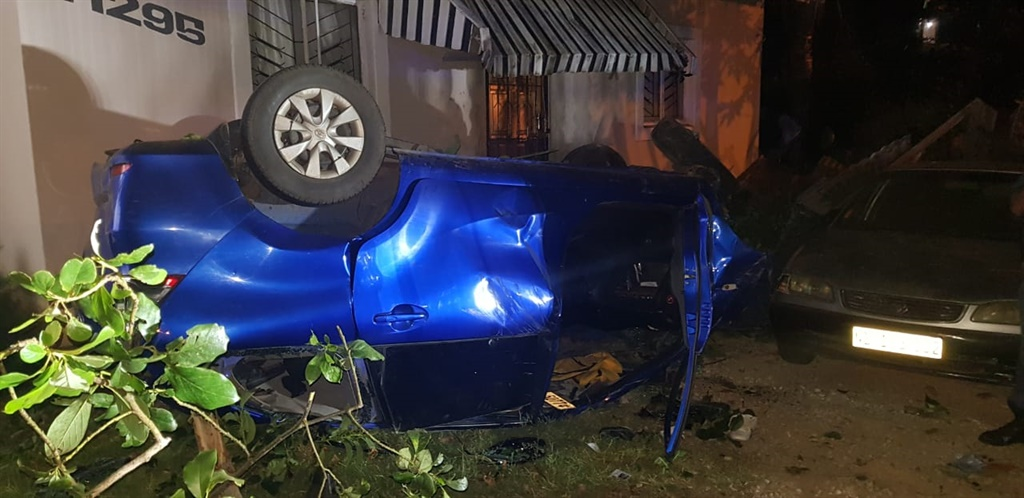 Three suspected robbers died in a car chase with police on Friday.