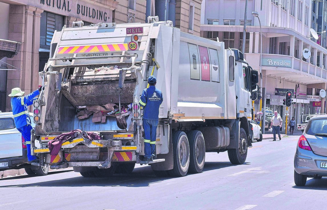A refuse disposal truck in the Bloemfontein Central Business District. The administrative team appointed to salvage the Mangaung Metro Municipality will have to focus on waste collection. Photo: Mlungisi Louw
