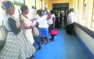Residents standing in a queue in the corridor at the MUCPP Clinic in Bloemfontein on Thursday (30/01). Complaints about ongoing poor service delivery at this healthcare facility are regularly voiced. Photo: Mlungisi Louw