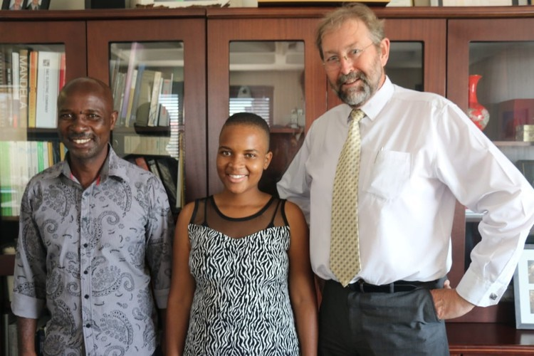 Triphin Mudzvengi, who got seven distinctions but is not eligible for NSFAS funding, registered at Wits University on Monday. From left to right: Polate Mudzvengi, Triphin Mudzvengi and Ian Jandrell (Dean of Engineering at Wits).