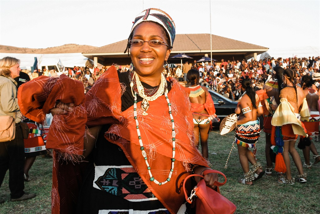 A picture taken on September 11, 2004 shows the late Zulu Queen Mantfombi Dlamini Zulu taking part in the annual Umkhosi woMhlanga (Reed Dance) dance festival at the Enyokeni Royal Palace in Kwa-Nongoma.