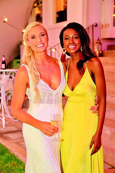 Roxy en haar modelvriendin Joëlle Kayembe. Foto: Corrie Hansen