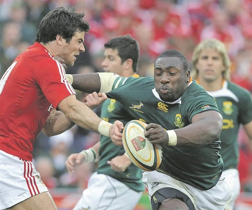 Retired Springbok legend Tendai Mtawarira is grabbed by Mike Phillips of the British & Irish Lions during their last tour of South Africa in 2009. Photo: Duif du Toit / Gallo Images