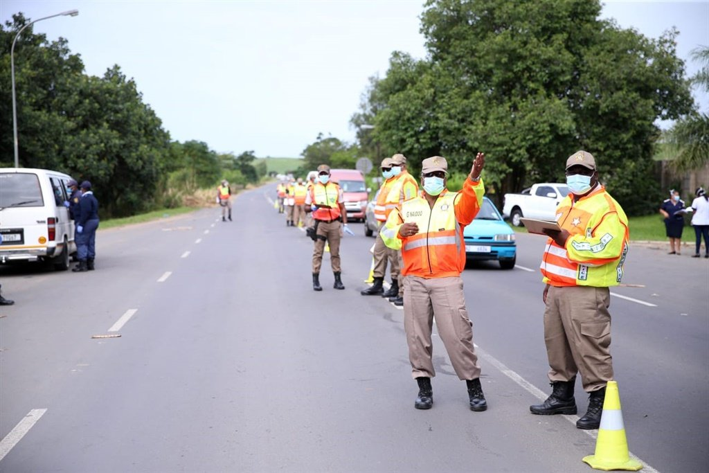 Roadblocks in KZN have contributed to the arrest of over 1 400 related to contravention of the national lockdown. The latest was in Shakas Head, north of Durban on Thursday. (Supplied: Department of Transport, Mbuyiselo Ndlovu)