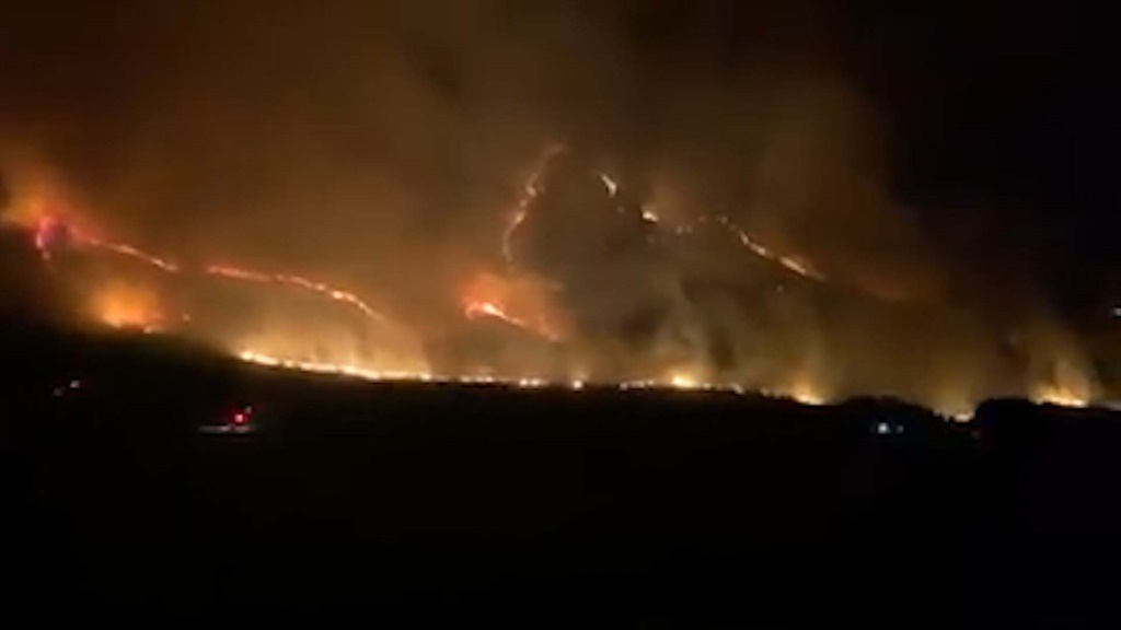 WATCH | Slanghoek Mountain fire rages out of control - News24