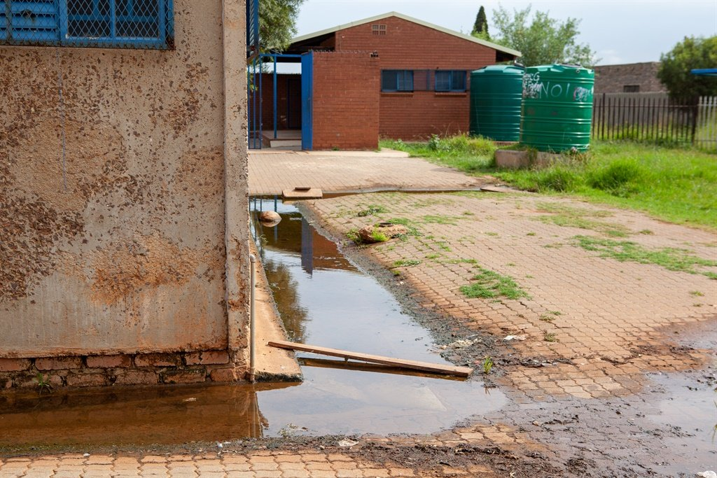 PICS | Joburg school closed over smelly sewage in classrooms, maggots in toilets - News24