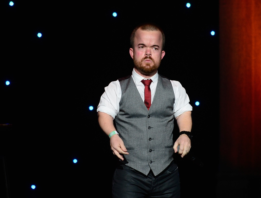 Comedian Brad Williams leads efforts to raise funds for bullied Australian boy