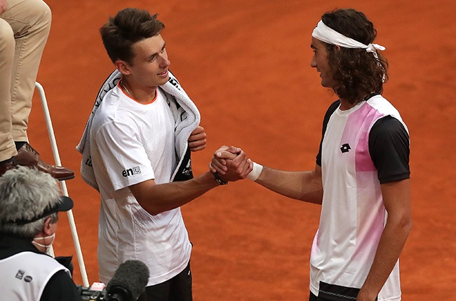 Australia's Alex De Minaur shakes hands with South Africa's Lloyd Harris. (Photo by Gonzalo Arroyo Moreno/Getty Images)