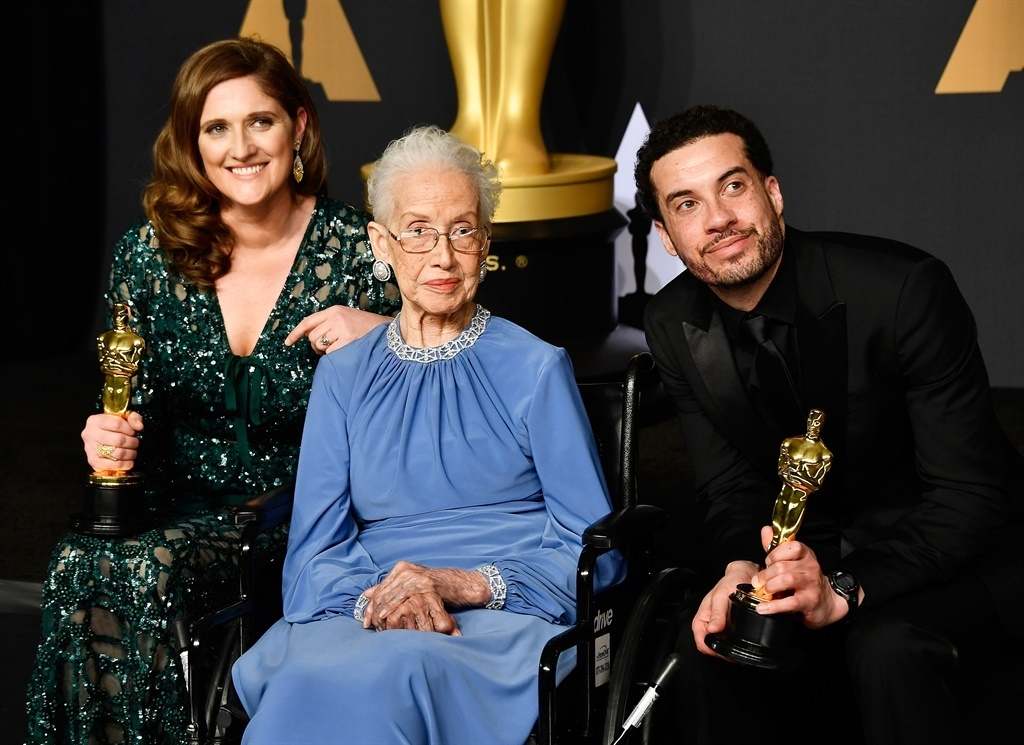 Katherine Johnson (C) with director Ezra Edelman (R) and producer Caroline Waterlow (L) during the 89th Annual Academy Awards in 2017. (AFP)