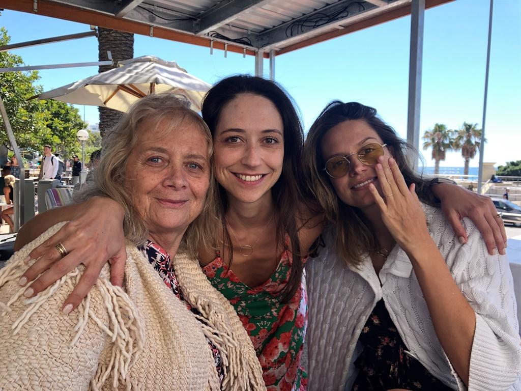 Roberta en haar twee dogters, Rebecca Gillespie en