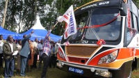Tetu MP Ndung'u Gethenji flags off the new school bus of Ihithe Secondary school in his constituency.(Joseph Njung'eh)